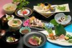 会席料理かお鍋4種の中からお選び頂けます。(黒毛和牛しゃぶしゃぶ、すきやき、ぐそく鍋、蟹すき)