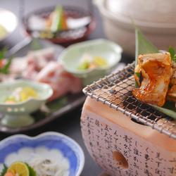 極上のさしが入った、神戸牛をしゃぶしゃぶでどうぞ。 さっとおだしにくぐらせてお召し上がりください。
