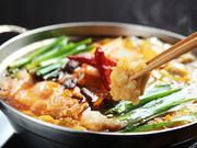 味噌と豆板醤をベースにしたこくのあるスープが癖になる味。お好みの辛さに合わせてお召し上がり下さい。