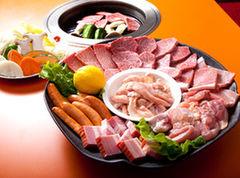 3~4名様で分け合ってお召し上がり頂く大皿料理です。
