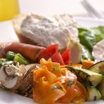 素材にこだわり彩豊かな一皿を提供『前菜盛合せ』
