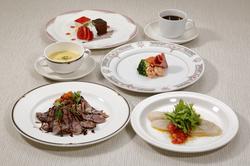 お手ごろ価格でのコースメニューです!! メイン料理はお肉、お魚をどちらかお選び下さい。