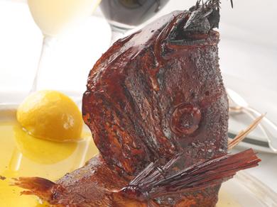 バッフォで人気の 鯛のカマ香草釜焼き