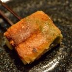 子持ち昆布と紫蘇、はんぺんを湯葉で巻いたお料理です。