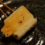 チーズとセロリを伸し餅で巻いたお料理です。