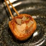 鶏肉・ごぼう・お野菜を魚のすり身で固めた蒲鉾お料理です。