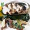 獲れたてアワビを豪快に焼き、トリュフバターソースをつけて食べる贅沢な逸品『活アワビの鉄板焼』
