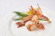 鮮度抜群な活車海老の豊かな風味が、頭から足まで丸ごと堪能できる『活車海老の鉄板焼』