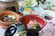 全9品のうち2品のお料理をチョイス!  加賀の郷土料理 治部煮もしくは季節の煮物1品 加賀の郷土料理 蓮蒸しもしくは季節の蒸し物1品 どちらかお選びいただけます