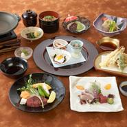 ・前菜三種・お造り三種盛り・季節の陶板焼き・季節の揚物・季節の鉢物・御飯物・汁物・デザート