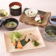 酒蔵御膳はメインディッシュに日本酒又は酒粕を使用した酒蔵ならではのお料理です。