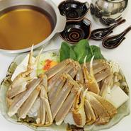 スープの約半分に日本酒を使用したオリジナルの鍋です。 深いコクと旨味があり、素材の味も引き立てます。(2人前~)
