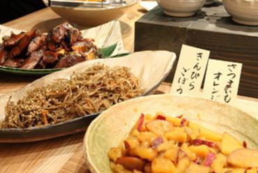 手作りのお野菜の煮物や創作和食、魚の煮付けなどが人気です。