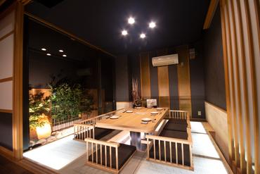 光る畳の個室