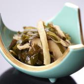 沖縄の伝統料理!クーブイリチー(昆布の炒め物)