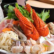 ヘルシーな野菜と旨みの牛肉がまざり、特殊な鍋で食すおすすめの料理です。