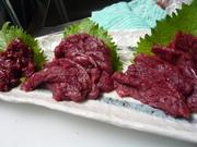 上質の桜肉を使用しモモ・カタ・ロースの部位を盛り合わせ