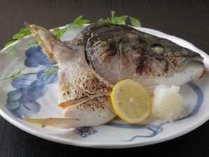 新鮮な素材の味を堪能できる【ブリカマ塩焼き】