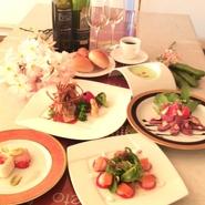 季節の食材を使用したコース料理をお楽しみください。パーティールーム30名様まで貸切出来ます。個室8名様まで貸切出来ますのでご利用ください。
