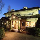 群馬県富岡の大自然、丹生湖ほとりに佇む泊まれるレストラン