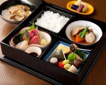 ランチタイムは、「800円」より愉しめる定食もございます。