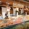 道南最大級の九トンにも及ぶ店内中央の巨大水槽
