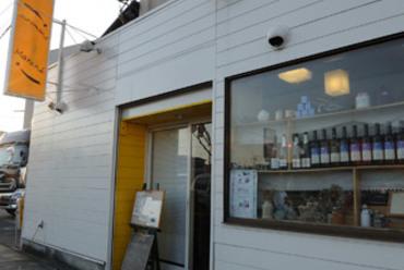 上桂の五条通り面した黄色い小さなお店