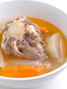 じっくりを煮込みテールの旨みを出したスープは最高の逸品