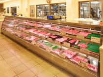 1階には小売店を併設。美味しいお肉がご自宅でも楽しめます。
