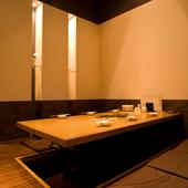 他の席と仕切られている個室スペース