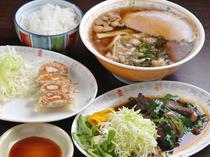 ラーメン定食(レバニラ炒め、又はギョーザ)