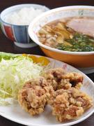 尾道ラーメン+1/2ご飯物又は唐揚げとライスでボリューム満点!100円引きで1/2ラーメンのミニミニセットもOK