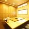 個室は人数に応じて、パーテーションで仕切ることも可能です