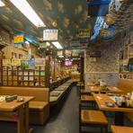 店内には至る所に有名人の写真やサインが飾ってあり、人気ぶりがうかがえます。食事した方にデザートや、〆の『汁物』サービス、お土産代わりに『サーターアンダギー』をプレゼントなど細やかなサービスがうれしい。