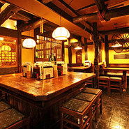 岐阜の郷土料理や絶品飛騨牛を肴に、飛騨の酒をごゆるりとお楽しみいただけます。会社帰りのお1人様から少人数~大人数様のご宴会まで気軽にご利用いただける居酒屋です。