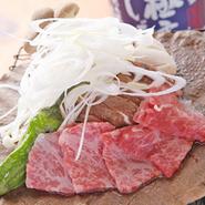 飛騨高山の伝統郷土料理、朴葉味噌焼きに飛騨牛を合わせました。ぜひご賞味くださいませ。