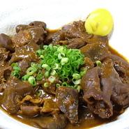 中部地方の代表料理、生生姜をきかせた赤味噌でじっくり煮込みました。