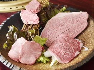 牧場とタイアップし、飼育からこだわり手掛けていく牛肉