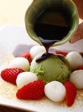 抹茶アイスと白玉の黒蜜がけ