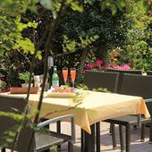 緑いっぱいの庭を眺めながら楽しむイタリアン&スイーツ