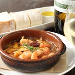旬の素材を使った彩り豊かな料理を2人で分け合えば、お腹だけでなく心もじんわりあたたまります。アヒージョやパエリアなど、スペインの味覚を堪能できる、ボリュームたっぷりのコースメニューも提供しています。