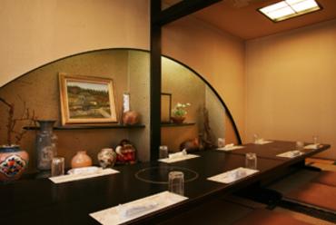 二階吉備亭の個室。落ち着いた雰囲気で10名前後にピッタリ!