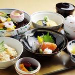 色々な季節の食材を少しずつ楽しめる、女性から支持の高い御膳メニュー。 メニュー内容が毎月変わるので、その都度楽しめるのも人気の理由の一つです。ママ会などの昼の会食に是非。