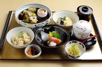 はや斗御膳(組肴・お造り・煮物・小鉢・茶碗蒸し他全9品)