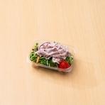 岡山のピーチポークが入ったゴマドレッシングのサラダ。酸味が少なく、お子様にも人気。