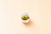 岡山の地元の茄子を使用した一品。茄子が油と絡んで、ビールによく合います!