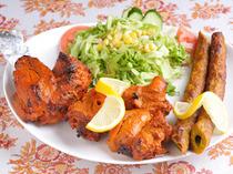 タンドールで焼く本物のネパール料理