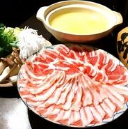・お通し ・白湯スープで豚しゃぶ ・旬野菜の揚げ物 ・じゃがいもアンチョビバター ・雑炊    など  ※コース内容は仕入により異なる場合がございます。 ※祝日、祝前日は利用不可