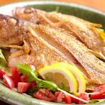 沖縄近海魚の持ち味を活かしたバター焼きは、ビタローやタマンなどを使い、ふんわり仕上がっています。