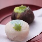 季節の小さな幸せを運ぶ和菓子も。